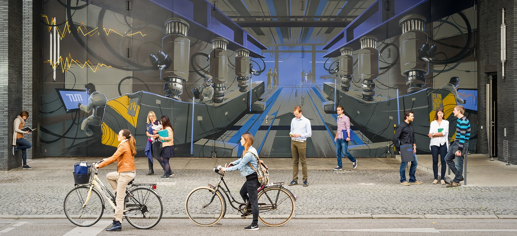 Students on their way to TUM (Image: Eckert)