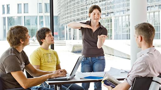 Studierende diskutieren