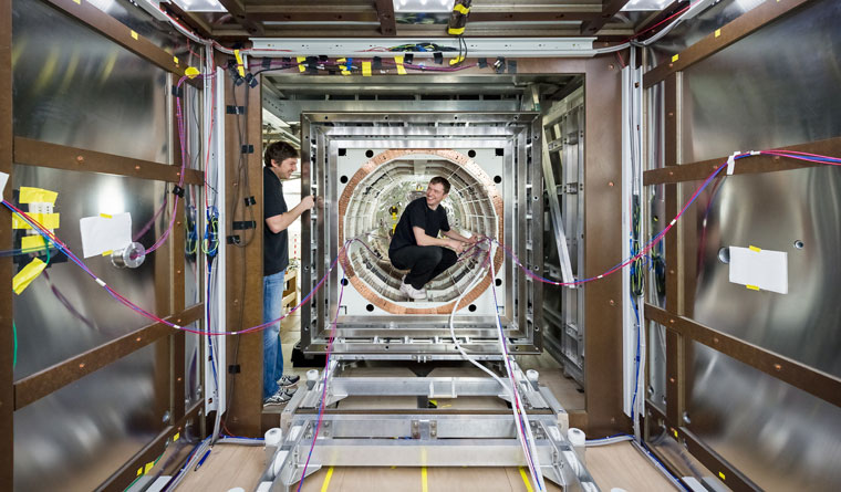 Measuring elementary particles: Scientists in the measuring room that contains the weakest magnetic field of the solar system.