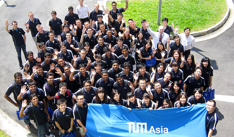 Master students at TUM Asia campus in Singapore start into the new academic year.