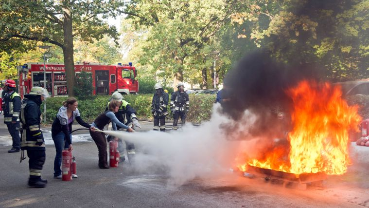 Burning hot – the Weihenstephan fire service organizes a drill.