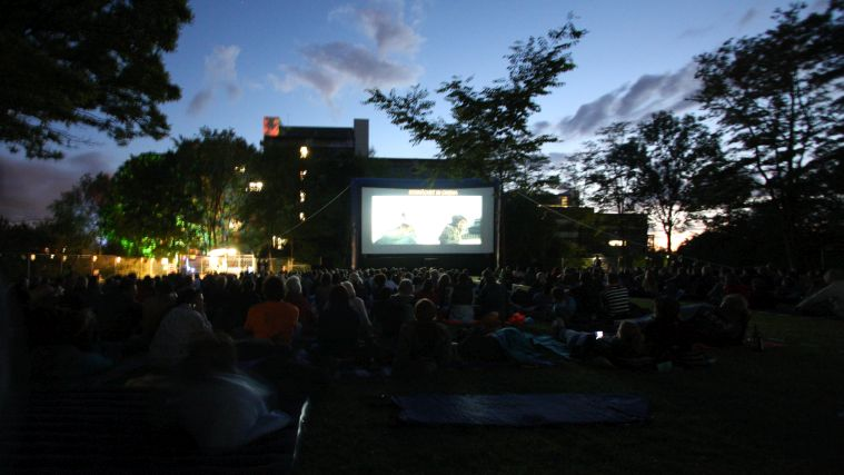 Silver screen under the stars: TU Film open air special at GARNIX festival.